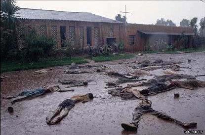 גופות בבוץ מחוץ לכנסיה ברואנדה